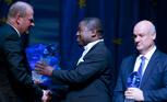 Kungsfenan får hållbar fiskenäring 2009 tilldelas Dr Abraham Iyambo och Dr Joe Borg